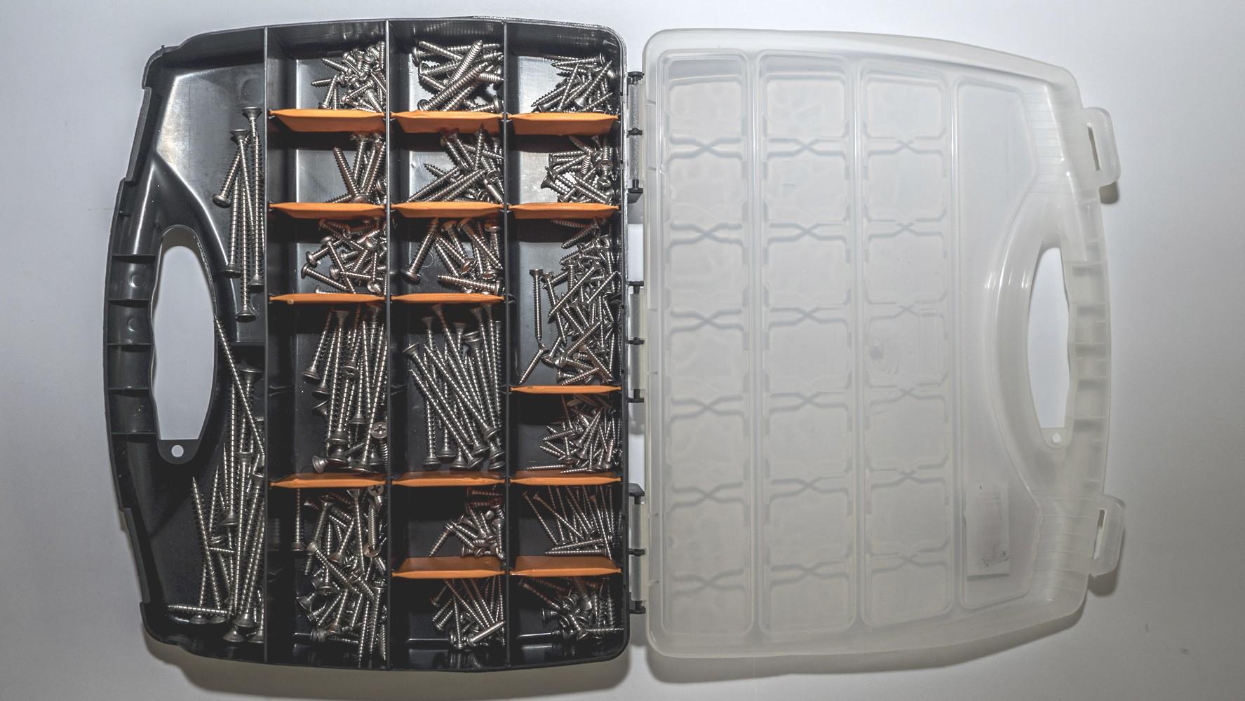 Sheet metal screw carry case